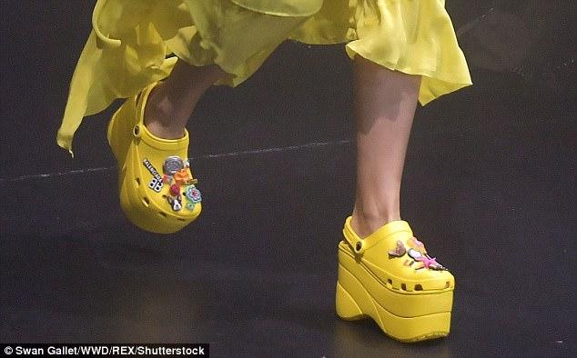 Thương hiệu xa xỉ Balenciaga tung mẫu dép cao gót Crocs có giá dự kiến 1.000 USD - Ảnh 2.