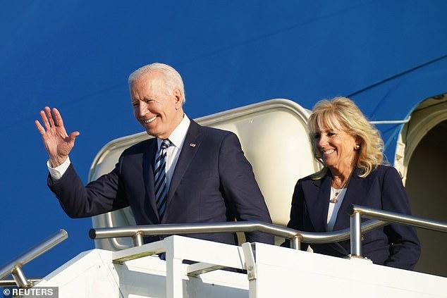 """Khoảnh khắc Đệ Nhất Phu nhân Mỹ """"dạy chồng"""" ngay trên sóng gây bão MXH, phản ứng sau đó của Tổng thống Biden đặc biệt gây chú ý - Ảnh 1."""