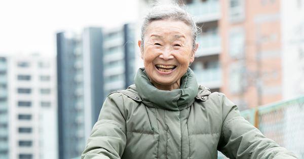 Cụ bà Nhật Bản 90 tuổi nhưng làn da vẫn căng bóng, cơ thể dẻo dai như thiếu nữ: Bí quyết trẻ lâu, sống thọ đến từ 4 kiểu ăn uống đơn giản - Ảnh 2.