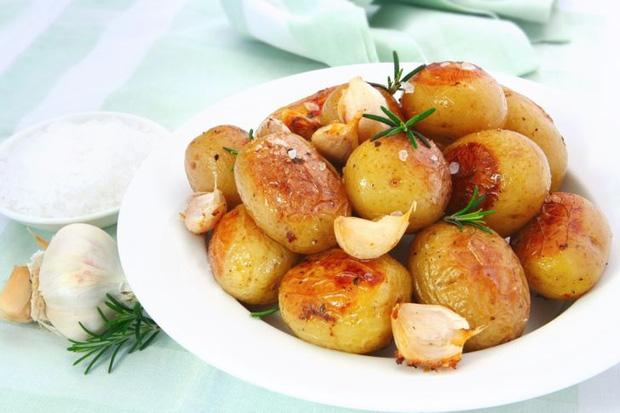 8 loại thực phẩm không nên hâm nóng bằng lò vi sóng vì gây hại cho sức khỏe và làm tăng nguy cơ ung thư - Ảnh 3.