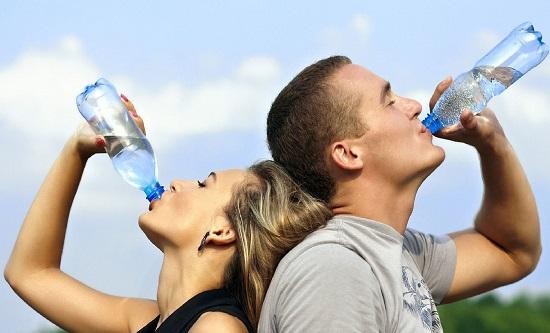 Đàn ông sống lâu có 4 đặc điểm sau khi uống nước: Đừng chủ quan mà đánh mất sức khỏe - Ảnh 1.