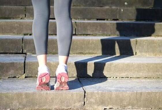 Những người dễ bị mệt mỏi, sức khoẻ kém thường có một lá gan không tốt: Dành 2 phút mỗi ngày với những động tác nhỏ đơn giản để cải thiện ngay - Ảnh 2.