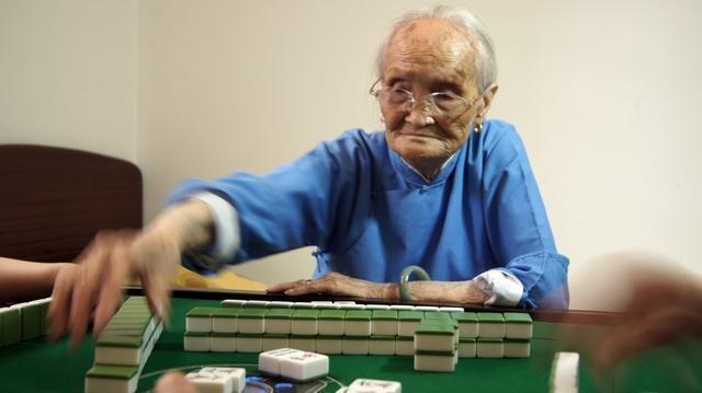 Sau 50 tuổi, những người có tuổi thọ ngắn thường có 6 điểm chung, chỉ cần có 1 điểm thôi bạn cũng phải lưu ý - Ảnh 1.