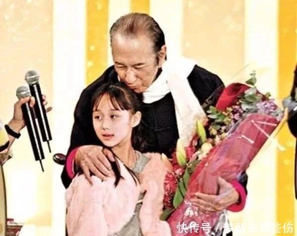 Tiểu thư út nhà trùm sòng bạc Macau khiến cả Cbiz choáng vì thành tích học tập khủng, bảo sao bố mẹ yêu chiều từng tí - Ảnh 2.