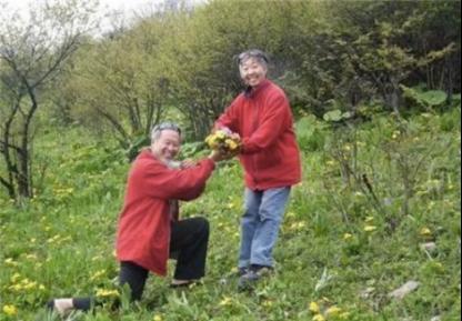 Người đàn ông 76 tuổi lái xe đưa vợ bị ung thư đi du lịch khắp Trung Quốc trong hơn 20 năm: Phép màu và sự kỳ diệu của tình yêu đã vượt qua cả căn bệnh tử thần - Ảnh 9.