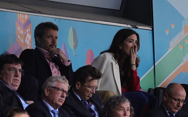 Công nương Đan Mạch bật khóc trên khán đài khi chứng kiến Eriksen bất tỉnh trên sân và có lời chia sẻ xúc động lan tỏa khắp MXH - Ảnh 2.