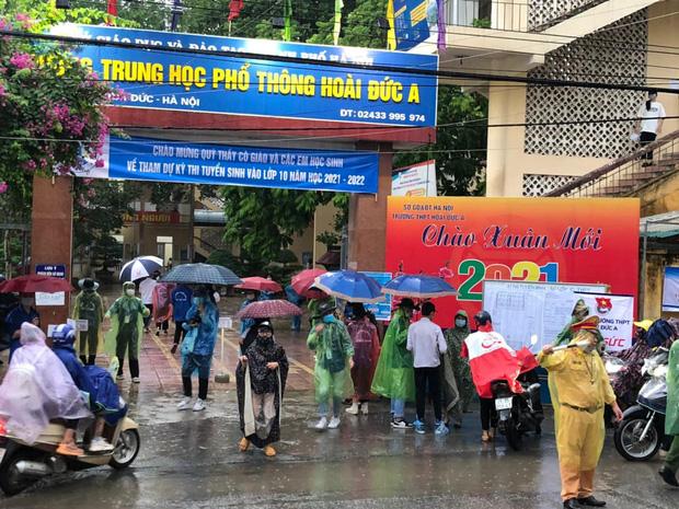 Loạt thí sinh gặp sự cố được CSGT hộ tống đi thi: Xe ngập nước chết máy giữa đường, quên giấy báo, tới nhầm điểm trường - Ảnh 5.
