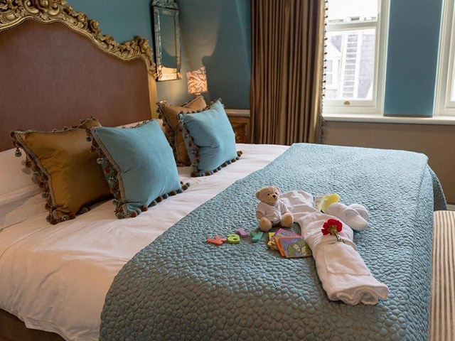 Bí mật viên kẹo chocolate nhân viên buồng phòng đặt trên giường của khách mỗi tối, hóa ra đó là cách chiều thượng đế không phải dạng vừa của các khách sạn 5 sao - Ảnh 5.