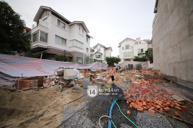 Trực tiếp thăm biệt thự của Thuỷ Tiên giữa ồn ào: Đã đập đi hoàn toàn để xây mới, công trình che kín, thông tin chủ đầu tư gây chú ý - Ảnh 6.