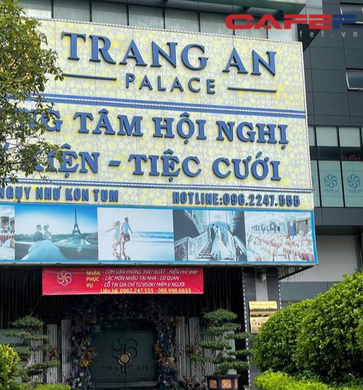 Sự đối lập giữa hai nhà hàng tại TP.HCM và Hà Nội: Bên shipper xếp hàng bội đơn, trung tâm tiệc cưới treo biển bán cơm văn phòng 35.000 đồng/suất - Ảnh 7.