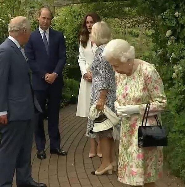 Công nương Kate gây sốt MXH với khoảnh khắc ấm áp bên gia đình chồng, nhà Meghan lại bị tố nói dối khiến Nữ hoàng Anh khó xử - Ảnh 1.