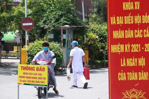 Ảnh: Bệnh viện Đức Giang ngừng tiếp nhận bệnh nhân sau 2 ca dương tính SARS-CoV-2 - Ảnh 7.