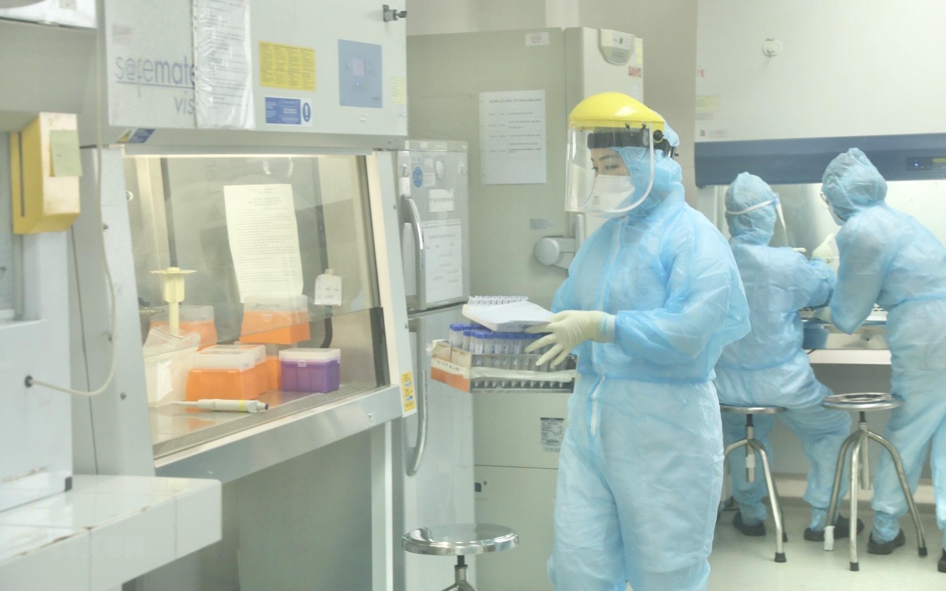 Việt Nam ghi nhận 402 ca mắc COVID-19 mới trong ngày 15/6