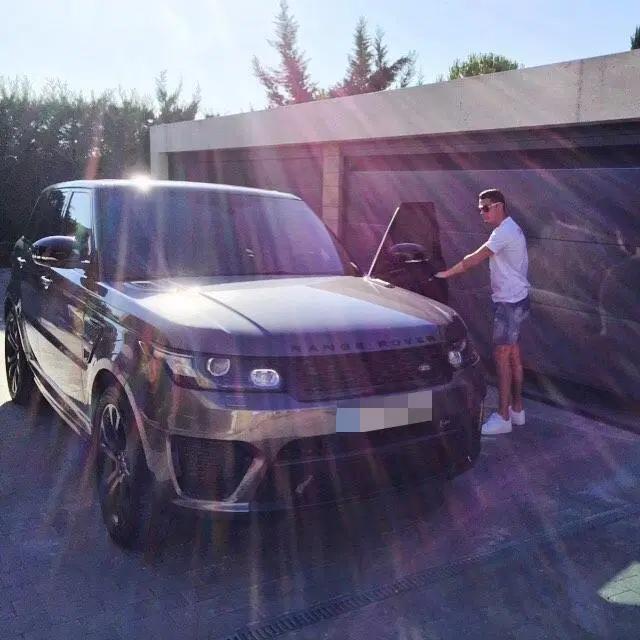 Bộ sưu tập xe của siêu cầu thủ Cristiano Ronaldo vừa lập kỷ lục ghi bàn tại Euro: Bugatti, Lamborghini, Rolls-Royce đủ cả, toàn hàng limited edtion - Ảnh 12.