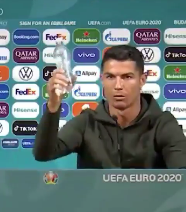 Hành động phũ phàng của Ronaldo khiến nhà tài trợ Euro 2020 bốc hơi 93 nghìn tỷ đồng - Ảnh 2.