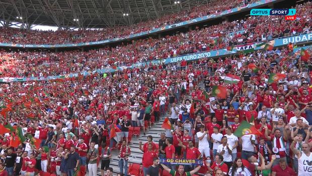 Khán giả ngồi kín đặc khán đài như chưa từng có... COVID-19 trong trận Bồ Đào Nha vs Hungary tại Euro 2020 - Ảnh 7.