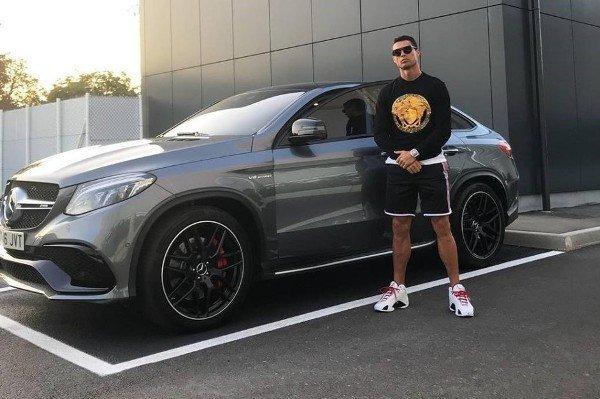 Bộ sưu tập xe của siêu cầu thủ Cristiano Ronaldo vừa lập kỷ lục ghi bàn tại Euro: Bugatti, Lamborghini, Rolls-Royce đủ cả, toàn hàng limited edtion - Ảnh 9.
