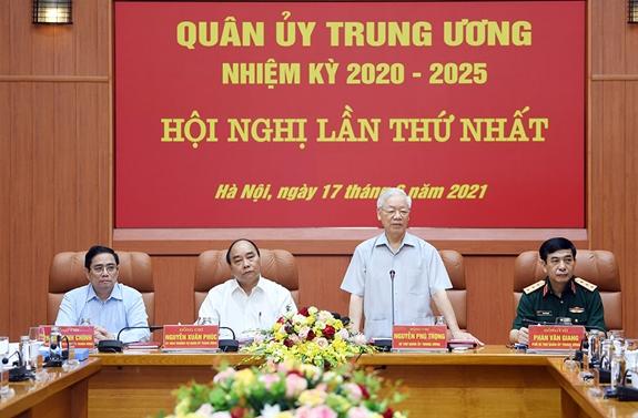 Công bố quyết định của Bộ Chính trị về công tác cán bộ - Ảnh 2.