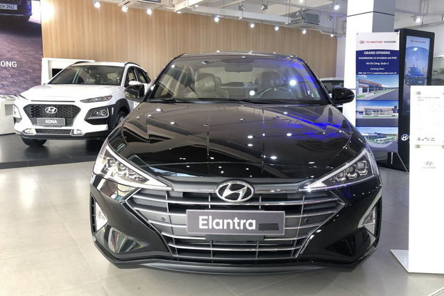 Loạt sedan hạng C giảm giá mạnh chờ ngày thay máu tại Việt Nam: Corolla Altis giảm nhiều nhất, Cerato rẻ nhất dưới 500 triệu - Ảnh 4.
