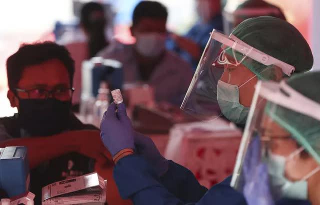 Ổ dịch COVID-19 trong các nhà máy Thái Lan, Indonesia có số ca mắc mới cao nhất trong 6 tháng - Ảnh 3.