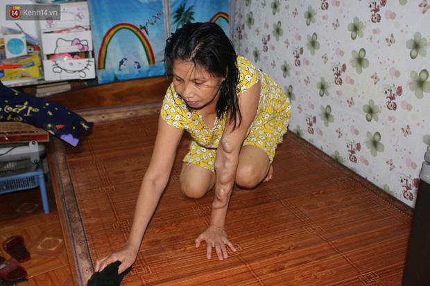 Nóng bủa vây cả đêm ở xóm chạy thận Hà Nội: Cả căn phòng cứ như cái lò nung, mỗi ngày chỉ ngủ được 2-3 tiếng - Ảnh 1.