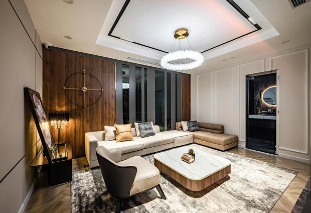 Căn hộ đập thông 140m2 thiết kế nội thất hiện đại, ấm cúng và hợp phong thủy: KTS khuyên cần chú ý điều này khi tân trang lại nội thất, nhà cửa - Ảnh 2.