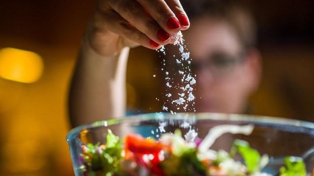 Ba loại thực phẩm trắng là thủ phạm gây ung thư hầu hết mọi người đều có trong nhà được chuyên gia khuyến cáo nên hạn chế càng sớm càng tốt - Ảnh 2.