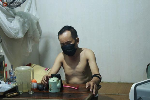 Nóng bủa vây cả đêm ở xóm chạy thận Hà Nội: Cả căn phòng cứ như cái lò nung, mỗi ngày chỉ ngủ được 2-3 tiếng - Ảnh 9.