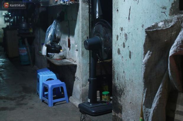 Nóng bủa vây cả đêm ở xóm chạy thận Hà Nội: Cả căn phòng cứ như cái lò nung, mỗi ngày chỉ ngủ được 2-3 tiếng - Ảnh 10.