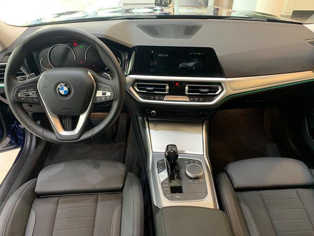 BMW 3-Series giảm giá 130 triệu đồng tại đại lý, rút ngắn khoảng cách giá đấu Mercedes-Benz C-Class - Ảnh 3.