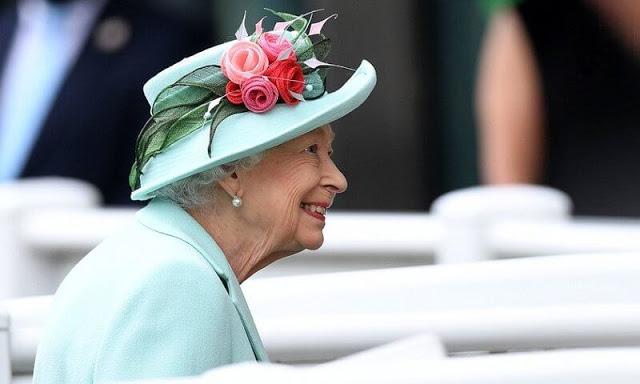 Nữ hoàng Anh xuất hiện công khai cùng Thái tử Charles thể hiện rõ quan điểm sau tuyên bố cao ngạo của Meghan - Ảnh 5.