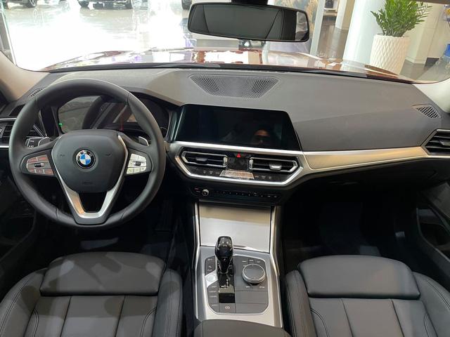 BMW 3-Series giảm giá 130 triệu đồng tại đại lý, rút ngắn khoảng cách giá đấu Mercedes-Benz C-Class - Ảnh 6.