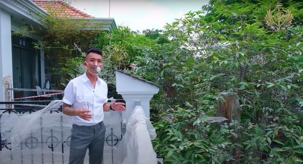 Doanh nhân Minh Nhựa khoe một góc biệt thự mới đang xây, tiết lộ mua nhà vì chỗ đậu xe và… một cái cây - Ảnh 10.