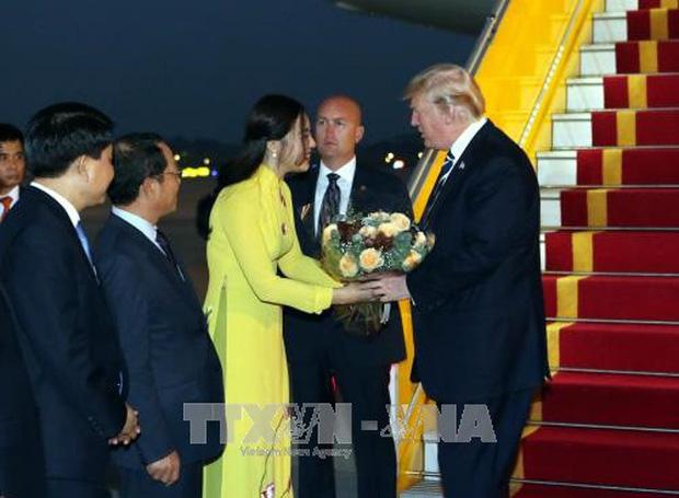 Thân thế không phải dạng vừa của MC VTV24 được bạn trai CEO cầu hôn trên máy bay: Từng vinh dự tặng hoa cho Tổng thống Trump, nể nhất là bản lĩnh đối đầu định kiến - Ảnh 3.