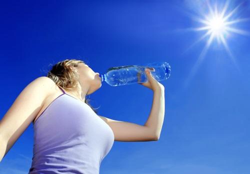 Tập thể dục ngày nắng nóng có thể hại sức khỏe: Chuyên gia nêu 3 điều cần làm để bảo vệ bản thân - Ảnh 1.