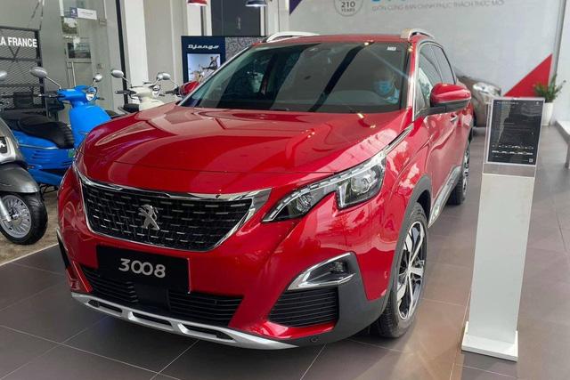 Peugeot 3008 và 5008 xả kho chờ bản mới: Giảm đến 150 triệu đồng, 5008 rẻ ngỡ ngàng so với Santa Fe - Ảnh 1.