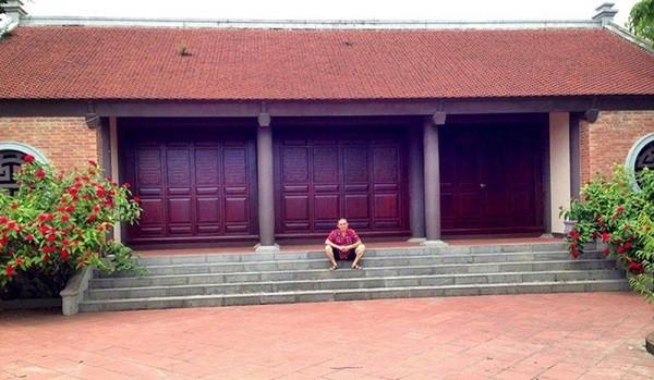 Vua hài đất Bắc Xuân Hinh nghèo khổ trên sân khấu, đại gia thứ thiệt ngoài đời thực: Vừa có nhà chục tỷ ở phố Hàng Bông, vừa có nhà cổ đắt đỏ ở Bắc Ninh - Ảnh 7.