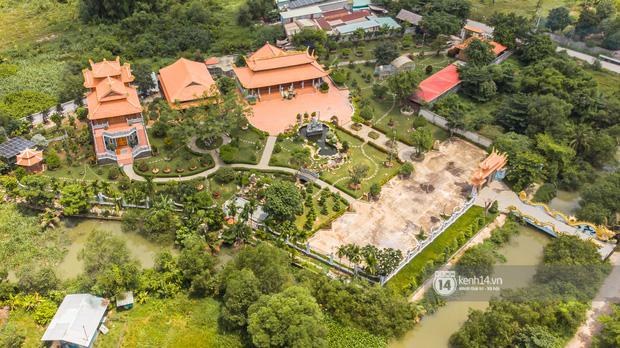 Toàn cảnh Nhà thờ Tổ 100 tỷ của NS Hoài Linh: Trải dài 7000m2, nội thất hoành tráng sơn son thếp vàng, nuôi động vật quý hiếm - Ảnh 4.
