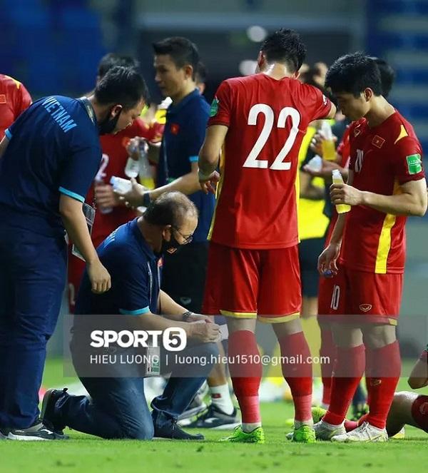 HLV Park Hang-seo viết thư gửi tuyển thủ Việt Nam trước ngày tạm chia tay: Mong các bạn luôn nỗ lực, mang trong mình sự kiêu hãnh - Ảnh 2.