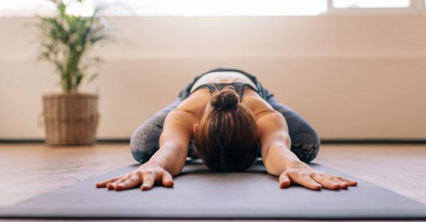 Cách chữa đau lưng do ngồi máy tính nhiều, đơn giản dễ thực hiện tại nhà - Ảnh 4.