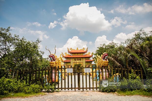Toàn cảnh Nhà thờ Tổ 100 tỷ của NS Hoài Linh: Trải dài 7000m2, nội thất hoành tráng sơn son thếp vàng, nuôi động vật quý hiếm - Ảnh 5.