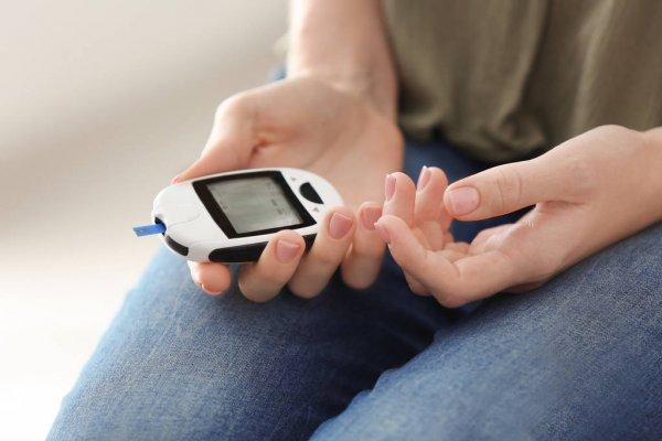 Bệnh nhân tiểu đường có 3 khung giờ dễ biến chứng nhất trong ngày, khuyến cáo ăn 3 loại rau để hạ đường huyết nhanh  - Ảnh 1.