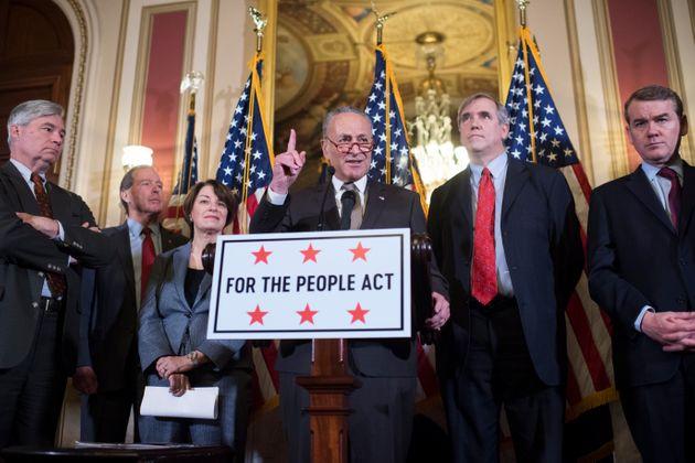 Đảng Cộng hòa dùng vũ khí điên rồ nhất ở Thượng viện, ông Biden hứng thất bại nặng nề - Ảnh 2.