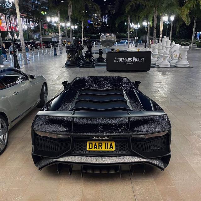 Lamborghini Aventador đính 2 triệu viên pha lê của nữ người mẫu 28 tuổi tái xuất trên đường phố - Ảnh 6.