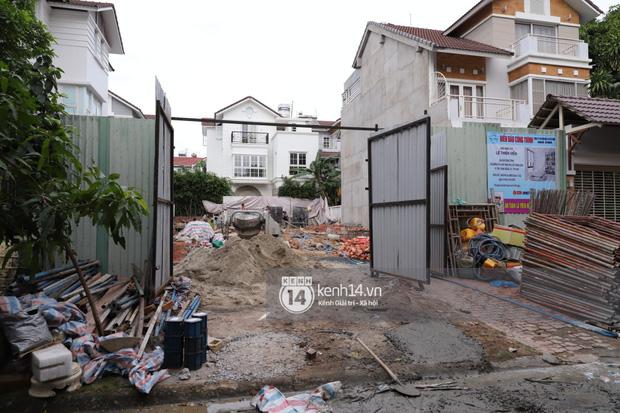 Công trình nhà 22 tỷ của Thuỷ Tiên vẫn đang xây dựng giữa dịch phức tạp, xuất hiện loạt công nhân không đeo khẩu trang - Ảnh 7.