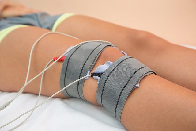 Có 3 dấu hiệu này buổi sáng và tối thì coi chừng xương khớp của bạn đang kêu cứu - Ảnh 3.