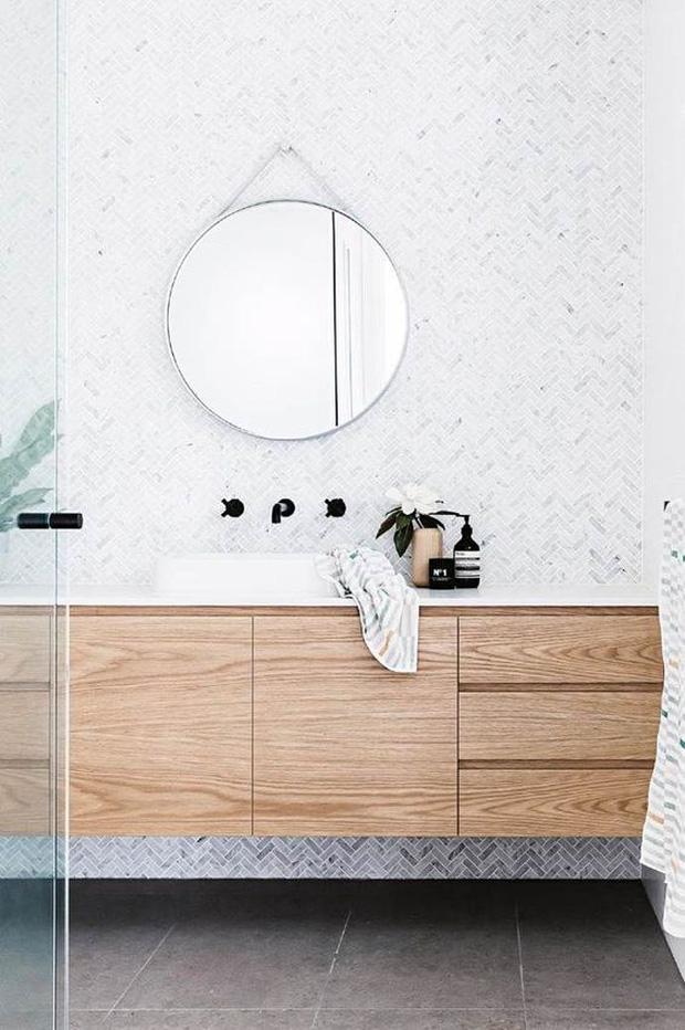 Muốn phòng tắm sang như spa không khó, chỉ cần ngó qua 8 mẹo ăn liền cực dễ này - Ảnh 1.
