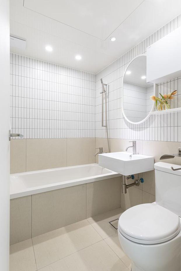 Muốn phòng tắm sang như spa không khó, chỉ cần ngó qua 8 mẹo ăn liền cực dễ này - Ảnh 2.