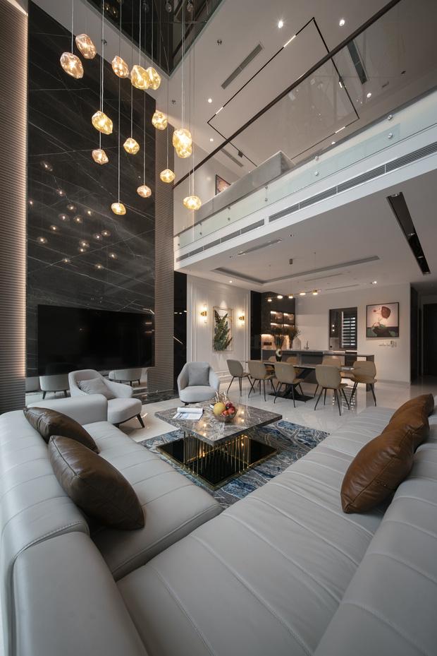Biệt thự 4 tầng giá 25 tỷ của cặp vợ chồng Hà Nội: Nội thất toàn đồ hiệu đắt đỏ, dành hẳn 1,3 tỷ cho 1 chi tiết - Ảnh 5.