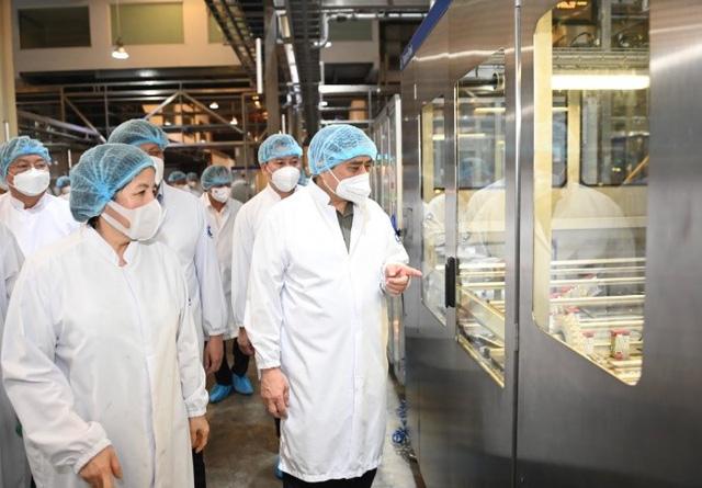 Thủ tướng đánh giá Vinamilk là doanh nghiệp điển hình vừa sản xuất, vừa chiến đấu trong dịch covid-19 - Ảnh 3.